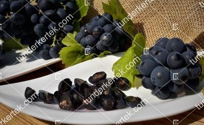 Esther (R-65) csemegeszőlő